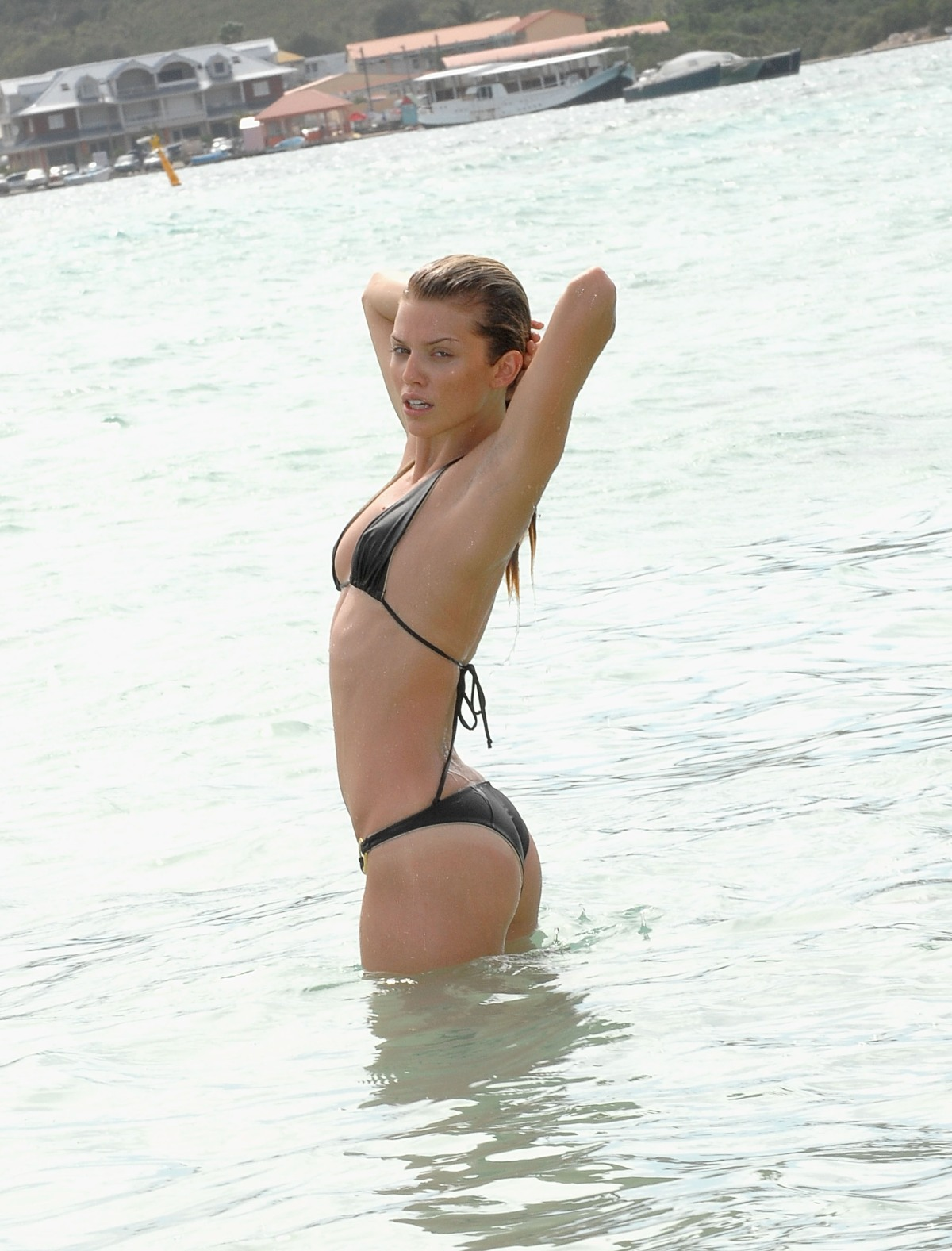 http://th3sha.files.wordpress.com/2010/04/29792_annalynnemccordvisitsthewestindawnbeachhotel_1_122_44lo.jpg?w=1200